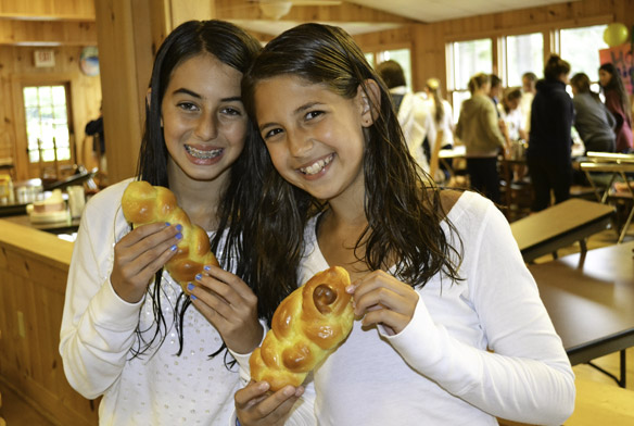 girls_with_sweet_rolls